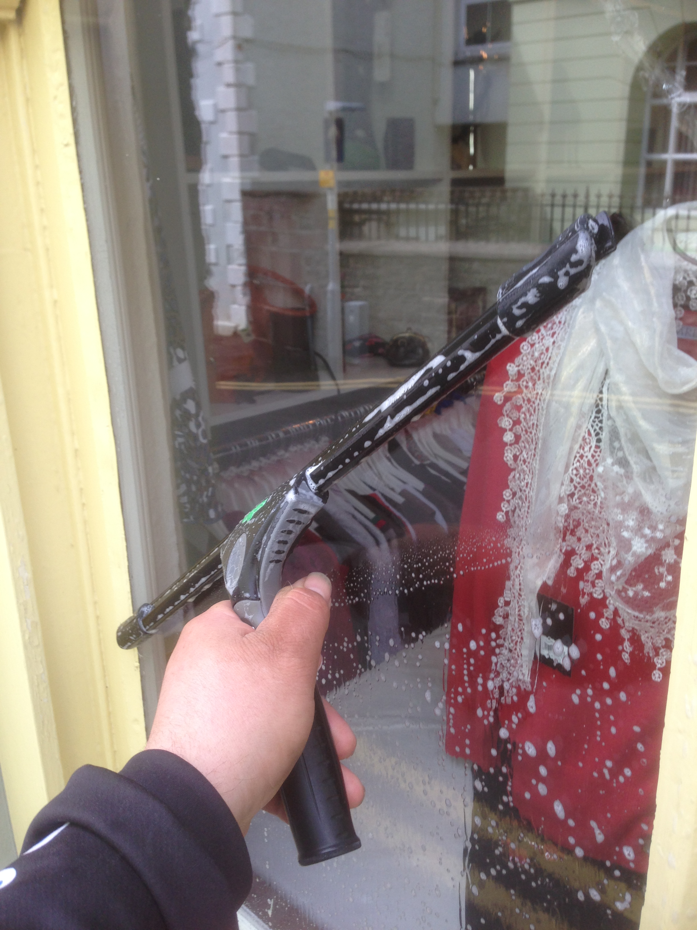 window cleaners Llandeilo